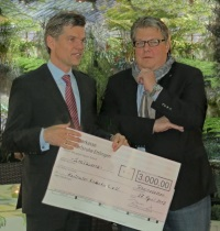 Fiebig_Übergabe Spendenscheck_200
