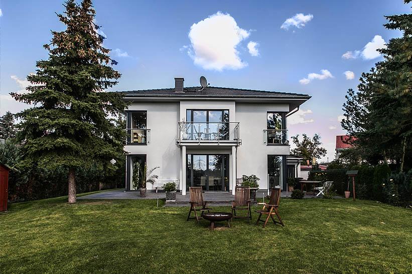 mediterrane stadtvilla mit zeltdach dtp tauber und. Black Bedroom Furniture Sets. Home Design Ideas