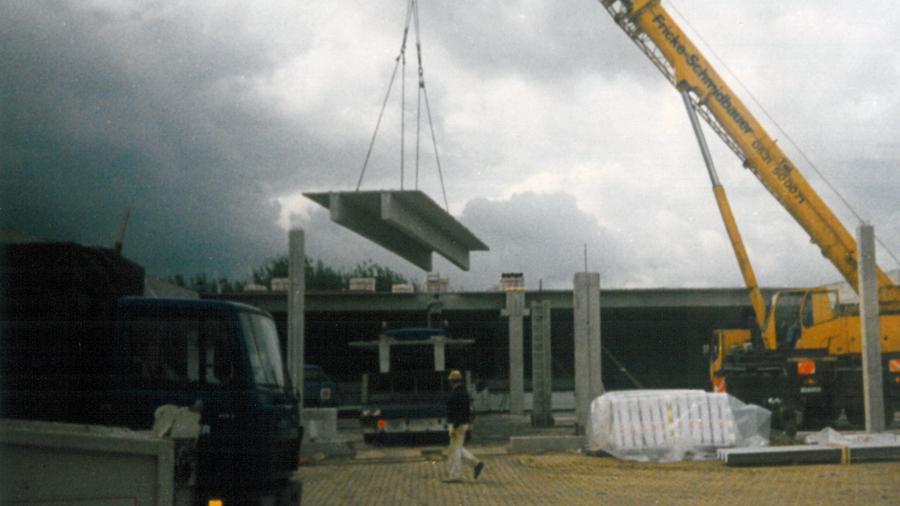 Nach dem Einstieg in die Geschäftsleitung planen die Kehr-Brüder einen Neubau. 1984 feiert der Großhändler Richtfest in der Braunschweiger Sudetenstraße.