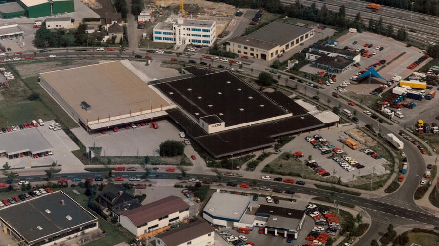 1990 wird die Fläche in der Sudetenstraße verdoppelt.