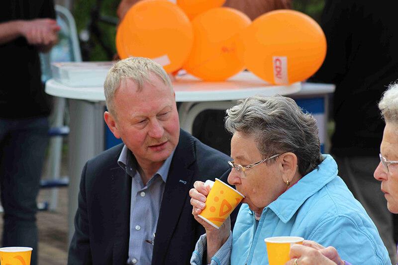 am 1. Mai in Wolfen-Nord im Gespräch mit einer Bürgerin