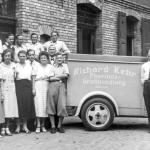 Als sich 1945 abzeichnet, dass Sachsen-Anhalt russische Besatzungszone wird, schickt der Firmengr�nder (2. von links) seinen Prokuristen Helmut Schmidt nach Braunschweig.