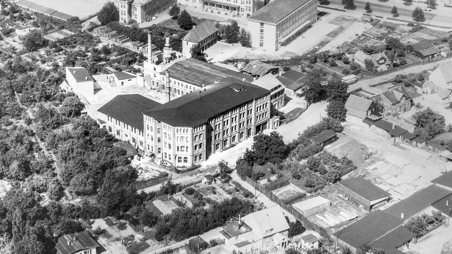 1955 bezieht der Großhändler erste eigene Räume.