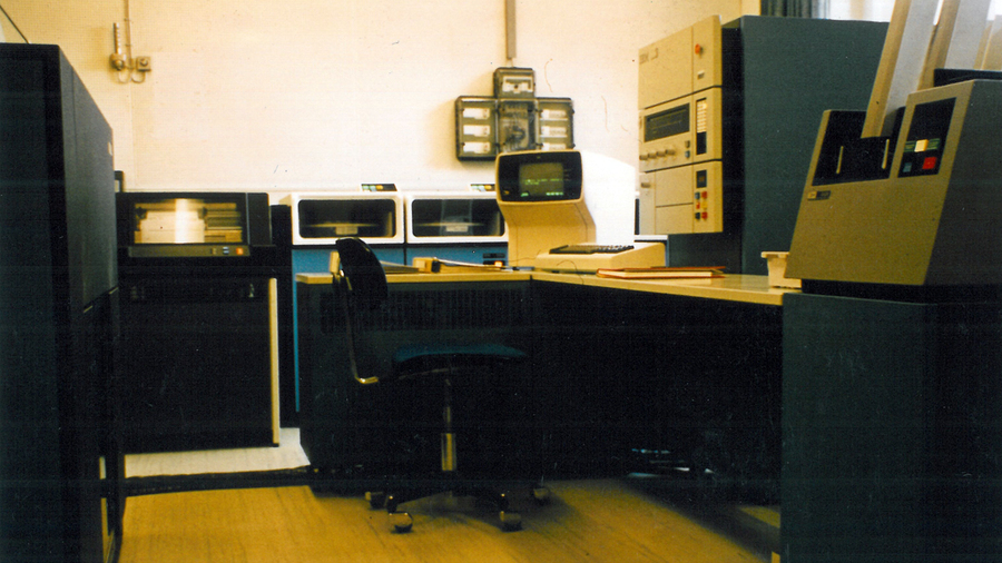 1966 wird eine Filiale in Wolfsburg er�ffnet, 1977 wird die erste zielgesteuerte F�rderanlage in Betrieb genommen.
