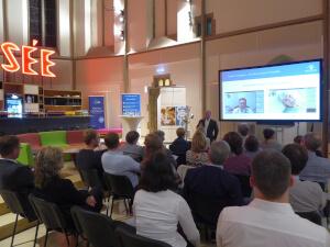 """Der Vortrag fand im Altarbereich der ehemaligen St. Elisabeth Kirche, der heutigen """"digitalChurch, in Aachen statt."""