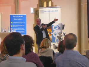 "Dr. Michael Czaplik referierte kompetent über das innovative ""TeleDoc"" Projekt."